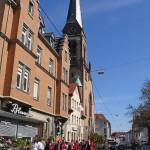 Vorbei an der Petruskirche