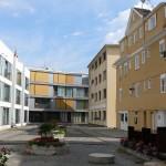Alt- und Neubauten nebeneinander
