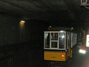 Rückmarsch durch den Tunnel