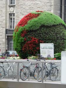 Die gepflanzte Weltkugel - Die Welt zu Gast in Stuttgart