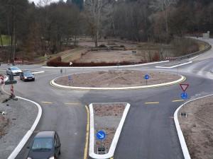 Neu, der Kreisverkehr Magstadter Straße