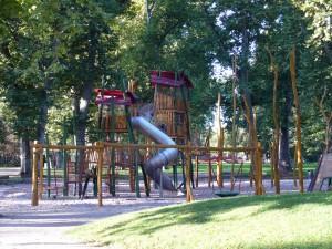 Spielplatz beim Spielhaus