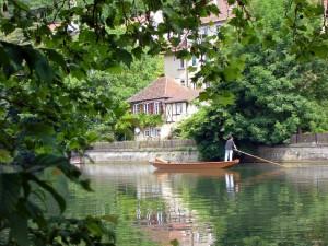 Stocherkahne auf dem Neckar in Tübingen