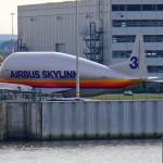 Westumfahrung Flugzeug, das Teile  vom Airbus nach Frankreich transportier
