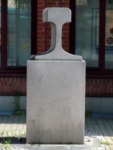 Skulptur in der J.-Holzinger-Gasse