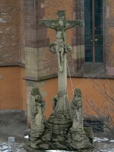 Kreuzigungsgruppe-an-der-Leonhardskirche