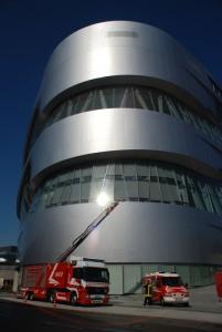Feuerwehr am Mercedes-Benz Museum