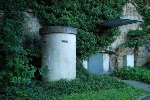 Zweiter Eingang mit einem Einmannbunker