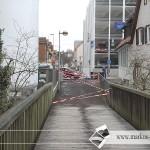 Brücke wegen Hochwasser gesperrt