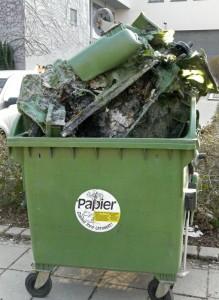 Verbrannter-Müllcontainer