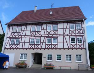 Hofgut-Mauer1