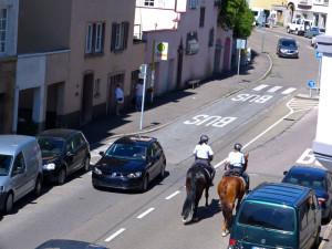 S-Polizei-auf-Pferden