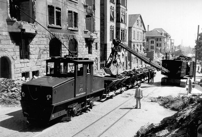 http://www.gablenberger-klaus.de/wp-content/uploads/2014/10/truemmerbahn_01.jpg