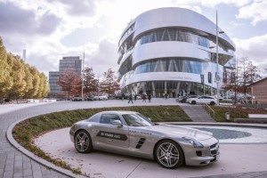 Daimler 7-Mitfahr-Event-zum-Abschluss-der-Sonderausstellung-50-Jahre-AMG-Die-Faszination-AMG-auf-der-Einfahrbahn-erleben